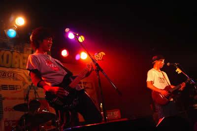 ワールド記念ホールという大舞台にて演奏するNUGGET