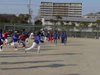 実業団選手の投球ホームとボールのスピード、球種の模範演技に見とれました。